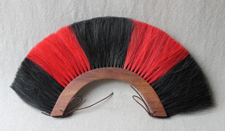 Helmbusch (Holz) der römischen Offiziere rot/schwarz