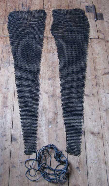 Bein- und Fuß-Kettenschutz, brüniert, passend zum Kettenhemd